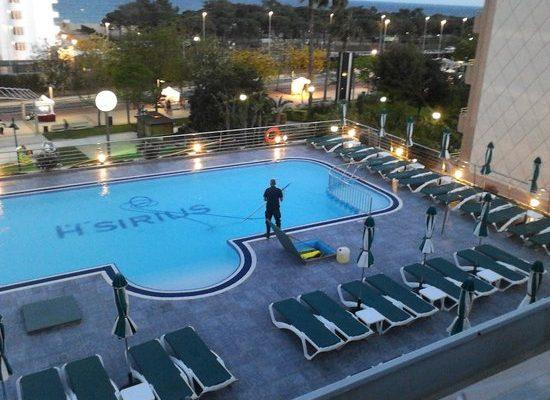 schoonmaak-van-het-zwembad